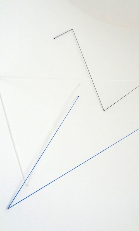 jenny keuter_untitled_2018_enterart foundation berlin_white, blue and black wool and nails_various dimensions_3
